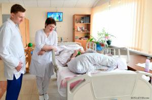 bolnichnaya-palata-vrach-i-pacient